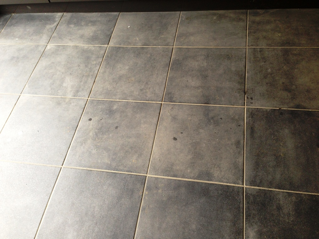 Textured Porcelain Tile with Limestone Grout in Kendal